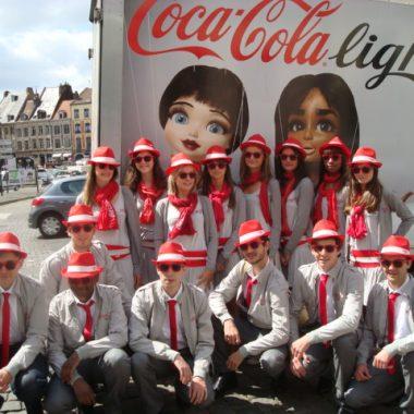 groupe d'animateurs lors d'un tournée événementielle coca cola