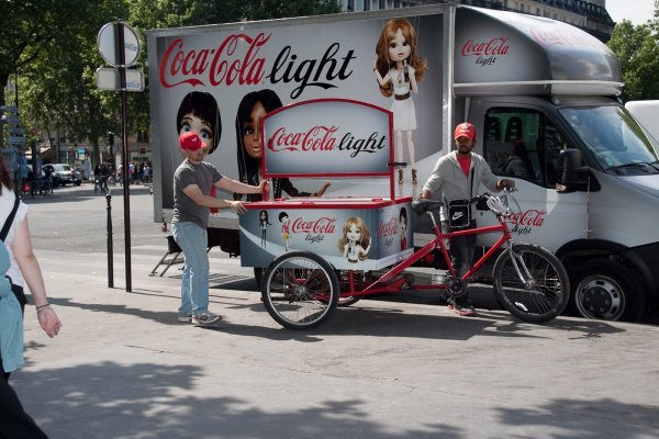 vélo et camion coca-cola light